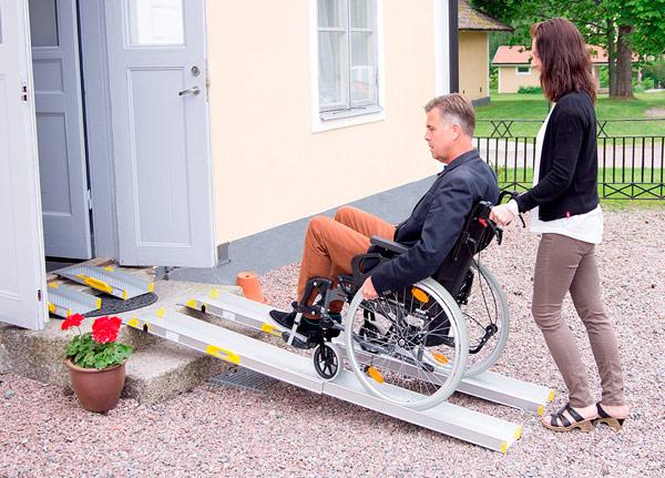 Barrierefreiheit-schnell-erreichen-ohnen-Umbau-Loesung-mobile-Rampensysteme